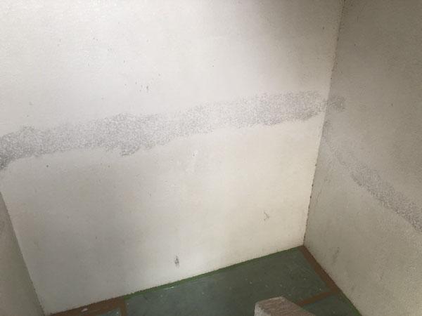 沖縄県浦添市Gアパート様のひび割れ左官補修箇所ラフトンタイル玉模様合わせ