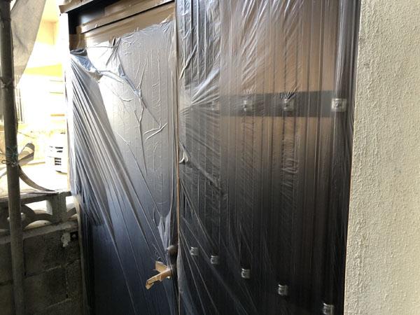 沖縄県宜野湾市M邸の土間・ドア・窓等のビニール養生。