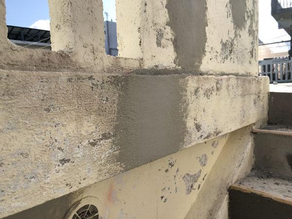 沖縄県宜野湾市M邸のひび割れ左官仕上げ。