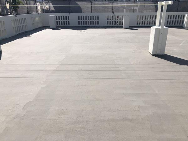 沖縄県宜野湾市M邸の屋上下地調整材塗布完了。