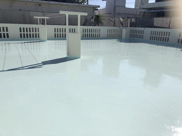 沖縄県宜野湾市M邸の屋上トップコート遮熱保護材仕上げ完了。