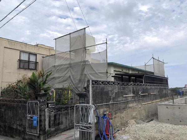 沖縄県那覇市I邸の足場組立完了。