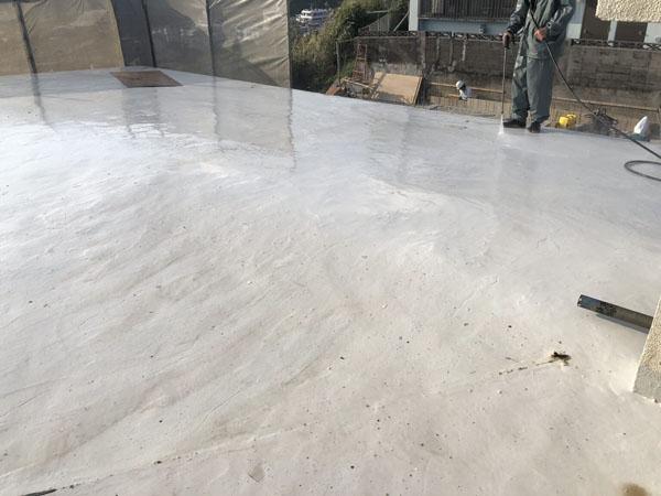 沖縄県那覇市I邸の高圧水洗浄工事。