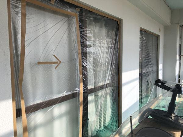 沖縄県那覇市K邸の土間・アルミ・窓等の非塗装物ビニール養生。