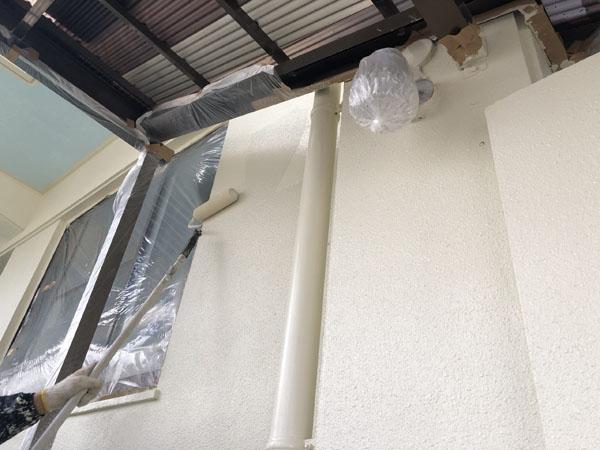 沖縄県那覇市K邸の手塗りで中塗り塗装・細かな所は刷毛塗り塗装!