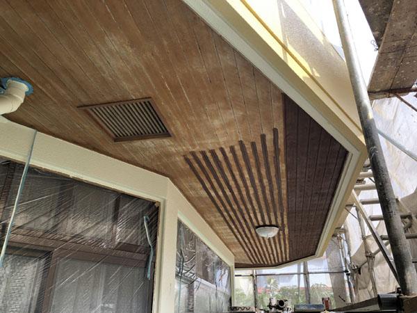沖縄県那覇市K邸の木部塗装。