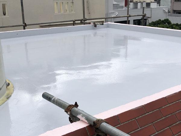 沖縄県那覇市K邸の屋上シリコン遮熱トップコート保護材仕上げ塗り完了。