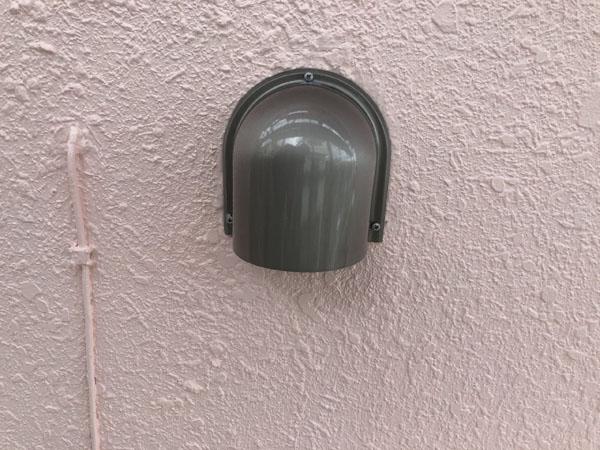 沖縄県那覇市K邸の空気口キャップ取付け。