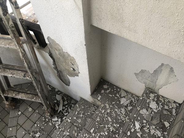 沖縄県那覇市T邸の壁面モルタル剥離部ハツリ