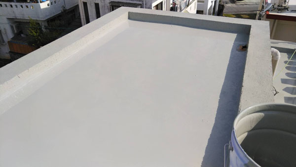 沖縄県那覇市T邸の屋上ウレタン塗膜防水2回目塗布。