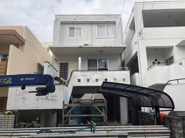 沖縄県浦添市H邸の足場組立工事