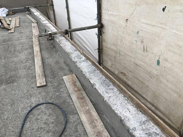 沖縄県浦添市H邸の屋上笠木復元・仮枠作成。
