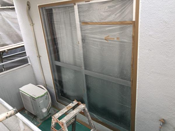沖縄県浦添市H邸の窓・サッシ廻り・土間ビニール養生。