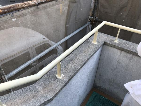 沖縄県浦添市H邸の鉄部の錆止め塗布。