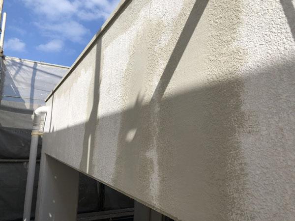 沖縄県浦添市H邸のひび割れ左官仕上げ。