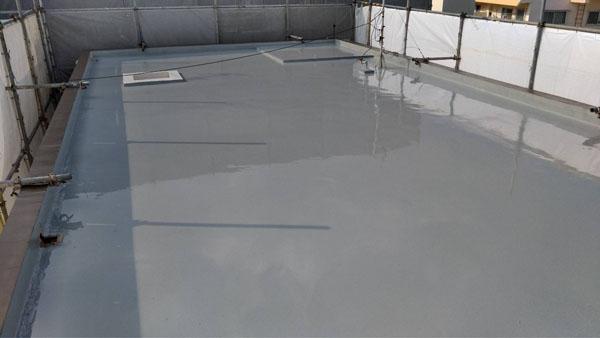 沖縄県浦添市H邸のウレタン塗膜防水1回目塗布。