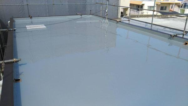 沖縄県浦添市H邸のウレタン塗膜防水2回目塗布。