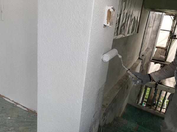 沖縄県宜野湾市S邸の手塗りで外壁中塗り。
