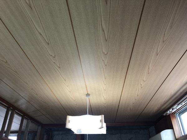 沖縄県那覇市G邸の天井板張り完了。