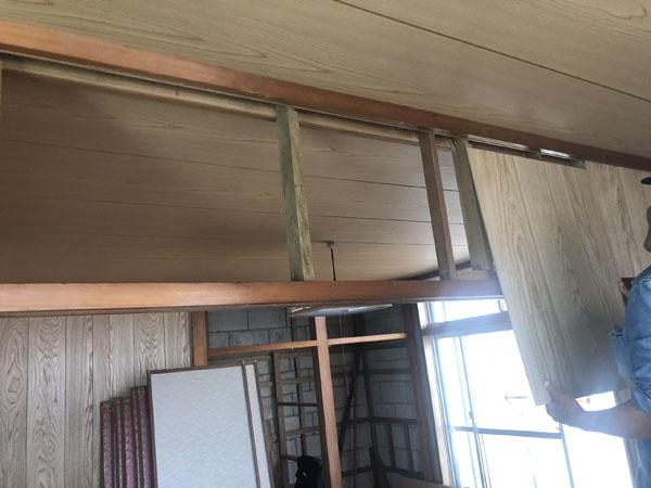 沖縄県那覇市G邸の内部、壁板張り。