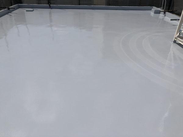 沖縄県那覇市G邸の屋上シリコン遮熱トップコート塗布。