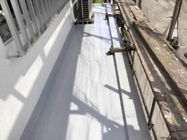 沖縄県那覇市G邸のベランダ・庇シリコントップコート塗布。