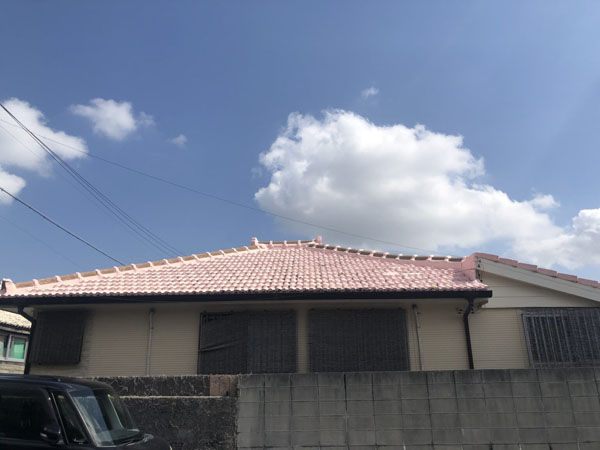 セメント瓦屋根防水塗装工事前の沖縄県那覇市M邸