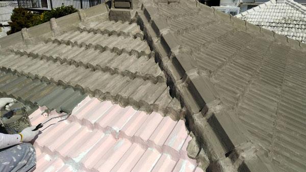 沖縄県那覇市M邸の下地調整材塗布。