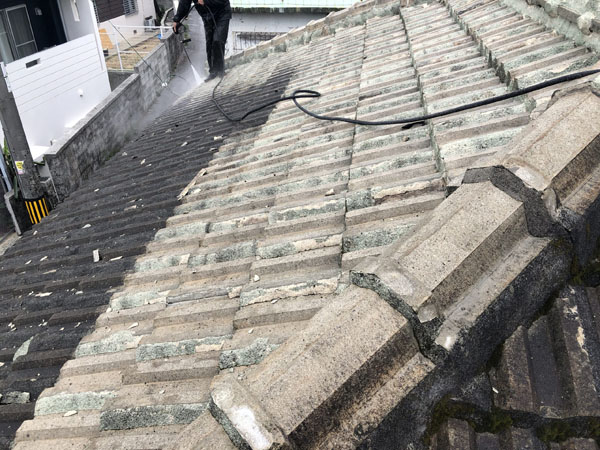 沖縄県那覇市S邸の高圧水洗浄工事。