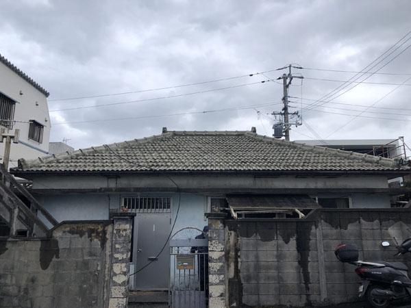 セメント瓦屋根防水塗装工事前の沖縄県那覇市S邸