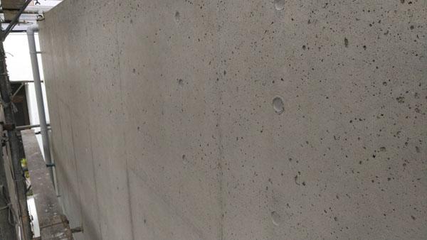 沖縄県うるま市Sアパート様の吸水防止剤プライマー下塗り塗布。