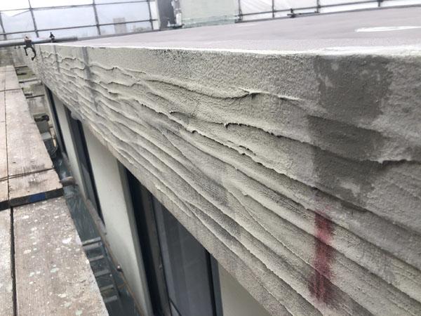 沖縄県宜野湾市M邸のひび割れカット・弾性パテ充填・ポリマーセメント左官仕上げ。