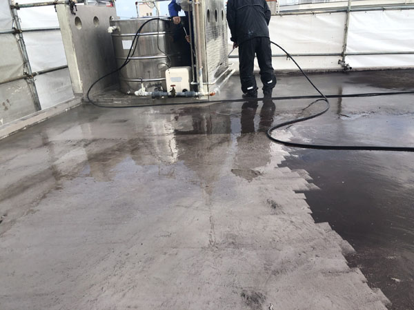 沖縄県宜野湾市M邸の高圧水洗浄工事。