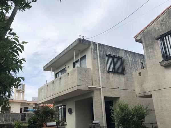 沖縄県宜野湾市M邸の足場組立工事。