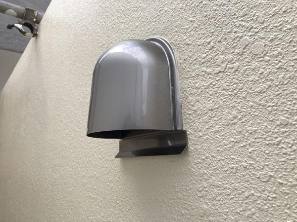 沖縄県那覇市Oアパート様の換気口フードカバー取替え。