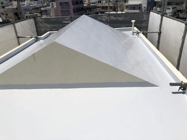 沖縄県那覇市Oアパート様の屋上ウレタン塗膜防水2回塗り後、シリコン遮熱トップコート塗布仕上げ完了。