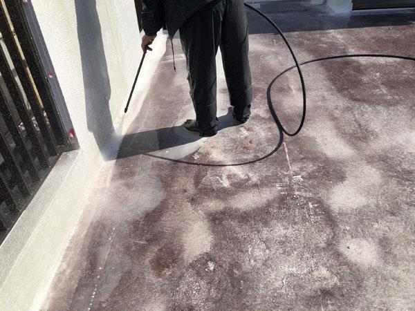 沖縄県那覇市T邸の高圧水洗浄工事。