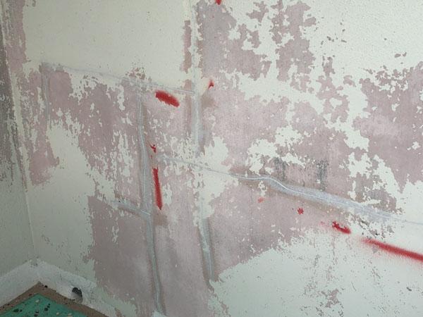 沖縄県那覇市T邸のプライマー塗布後、弾性パテ充填。
