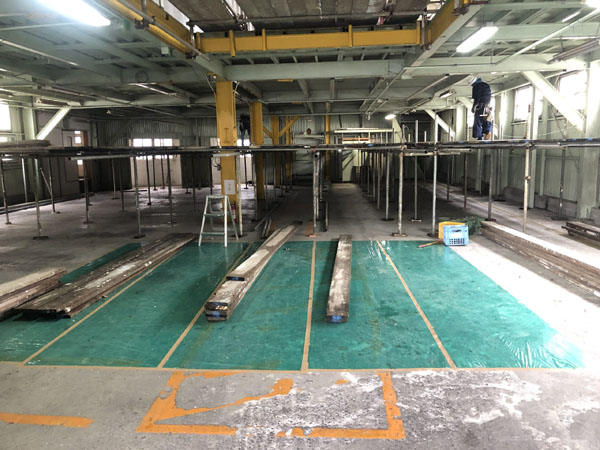 沖縄県那覇市T倉庫様の1階内部の足場組み。