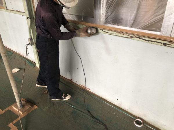 沖縄県那覇市T倉庫様の2階内部、H鋼・C鋼の錆落とし。