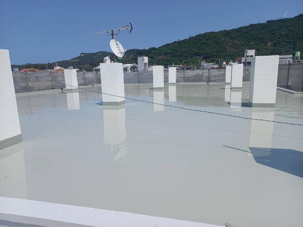 沖縄県南城市M邸の屋上ウレタン塗膜防水2回目塗布完了。