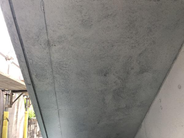 沖縄県うるま市Sアパート様の外壁クリアー塗装工程完了。