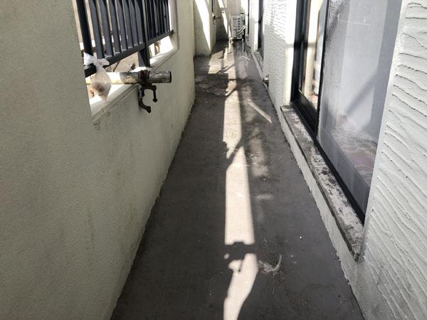 沖縄県宜野湾市M邸のベランダ遮熱防水工事前