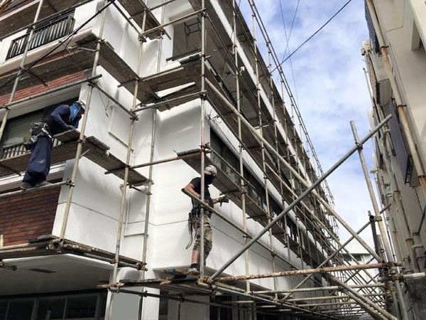 沖縄県那覇市Dアパート様の足場組立工事。